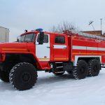 Кабина пожарной автоцистерны – цельнометаллическая, двухрядная, выполнена в едином пространстве с кабиной водителя