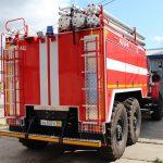 Автоцистерна пожарная, кабина цельнометаллическая, двухрядная, выполнена в едином пространстве с кабиной водителя, четырехдверная, шестиместная.