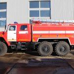 Автоцистерна пожарная АЦ 5,5 – 40 (5557) на шасси УРАЛ имеет колесную формулу 6х6